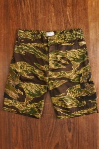THE REAL McCOY'S TIGER CAMOUFLAGE SHORTS/JOHN WAYNE 'CRAZY PATTERN' MP18093